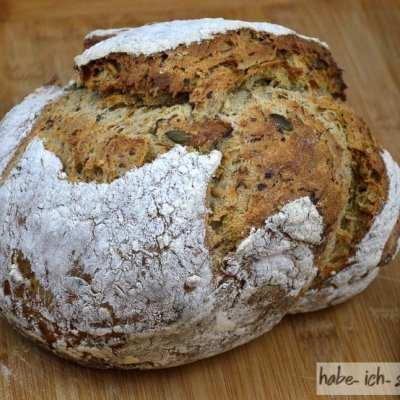 Körner Brot mit frischen Keimsprossen
