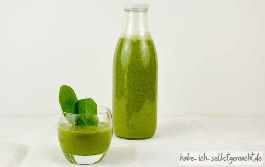 Green Smoothie in Flaschen