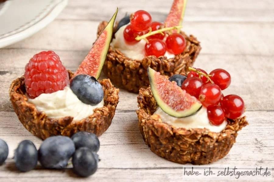 Nachtisch mit frischen Früchten