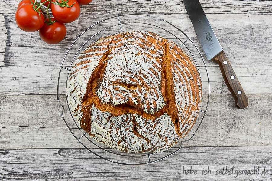 Tomatenbrot - Weizen Sauerteig Brot mit Tomatensaft