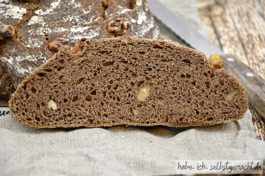 Weizen-Walnuss-Brot - kräftige, dunkle, saftige Krume