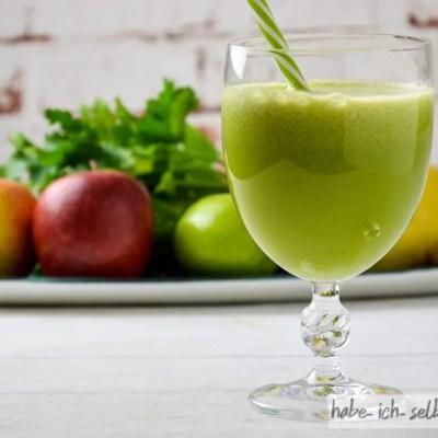 Der perfekte Saft mit Quitte, Apfel, Gurke, Limette und Petersilie