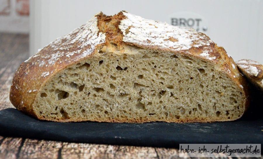 Weizen Sauerteig Brot mit geröstetem Altbrot