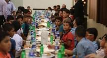 Gazze'de yetim çocuklara iftar