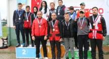 Alp Kızılsu ikincilik kupasını kaldırdı