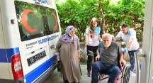 Nikah evraklarını tamamlamaları için ambulans geldi