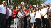 'Nutuklu' Atatürk heykelinin açılışını Huriye nine ile Pembe nine yaptı