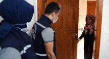 Bursalı yaşlılar evde bulmaca çözüyor