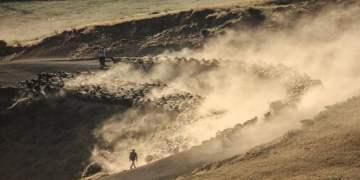 Sürülerin Nemrut Dağı'na tozlu yolculuğu (VİDEOLU)