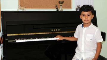 Küçük piyanist Doğu Almanya'da ikinci oldu