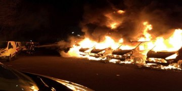 Limanda 9 araç yandı
