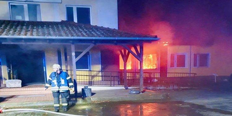 Türk'e ait otel kundaklandı