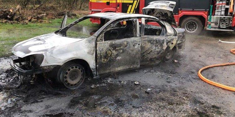 Soygundan sonra otomobili ateşe verdiler