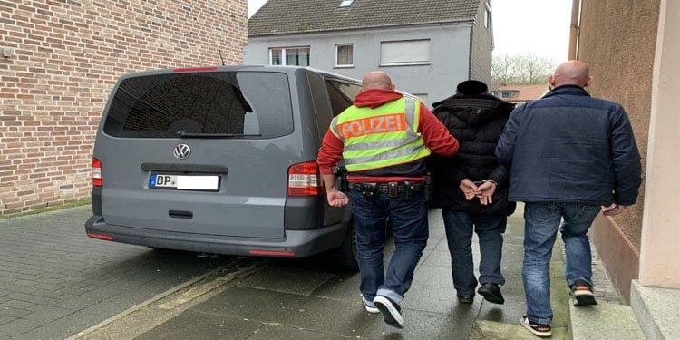 Türk taksici 200 bin euro dolandırdığı gerekçesi ile tutuklandı