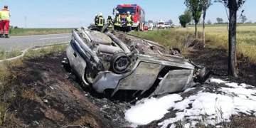 Yanan araçtan üç ceset çıktı