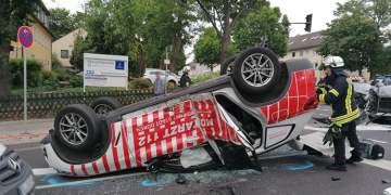 Kırmızı ışıkta ambulansa çarptı