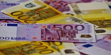 Gizli bölmeye binlerce euro sakladılar