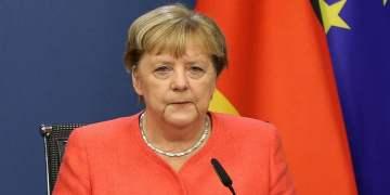 Merkel'den korona ile mücadelede sosyal teması daha da azaltma çağrısı