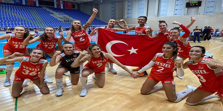 Kızlar Avrupa Şampiyonası'nda finale çıktı