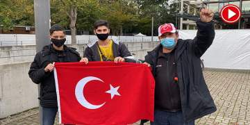 """Taraftarlardan """"Bizim sevdamız Türkiye"""" (VİDEO)"""