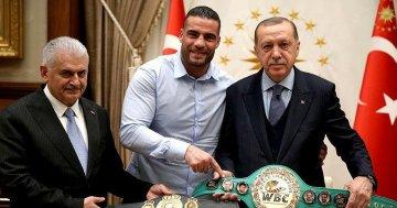 Erdoğan'a altın kemerini veren  müslüman boksör aşiret savaşını önledi