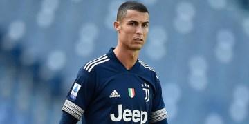 """Cristiano Ronaldo'ya """"yüzyılın en iyi futbolcusu"""" ödülü"""