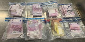 Türk yolcunun külodunda binlerce euro yakalandı
