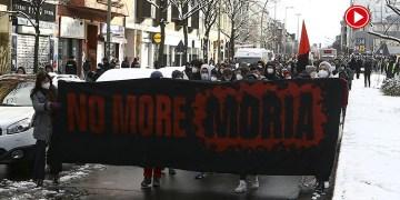 Berlin'de AB'nin sınırlarının sığınmacılara açılması için gösteri yaptı (VİDEO)