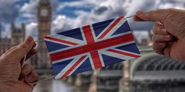 İngiltere'ye seyahat edecek tüm yolculara 10 gün karantina uygulanacak