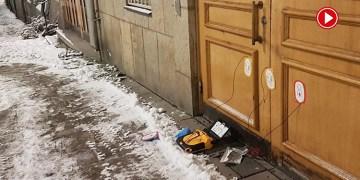 Stockholm Camisi'nin kapısında bomba düzeneğine benzeyen kutu bulundu (VİDEO)