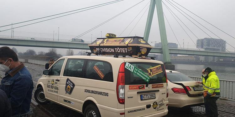 Taksicilerden, özel şirketlere yönelik kısıtlamaların kaldırılması planına tepki