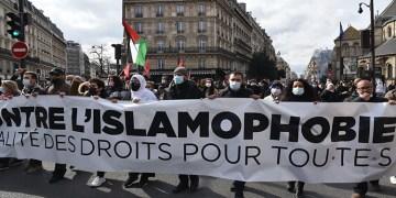 """Fransa'da """"ayrılıkçı"""" yasa tasarısı ve İslamofobi'ye karşı gösteriler devam ediyor"""