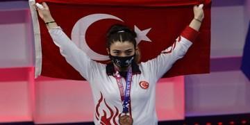 """Milli halterci Berfin Altun: """"Bronz madalyayı kazanınca mutluluktan ağladım"""""""