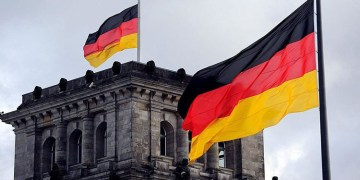 Almanya'da Federal Meclisten Kovid-19 tedbirlerinin sertleştirmesini öngören yasa tasarısına yeşil ışık
