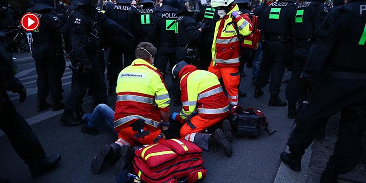 Almanya'da 1 Mayıs'ta çıkan şiddet olaylarında AA muhabirleri yaralandı (VİDEO)