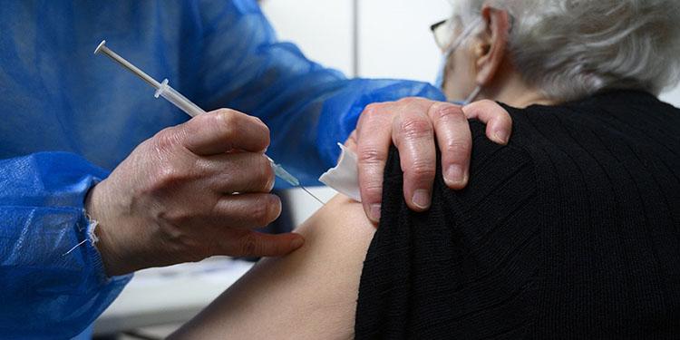 AB Komisyonu, Kovid-19 aşısı olanlara seyahat kısıtlamalarının kaldırılmasını önerdi
