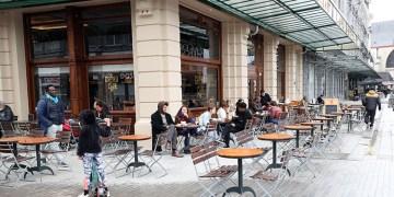 Belçika'da 7 aydır kapalı olan restoran ve kafeler açıldı
