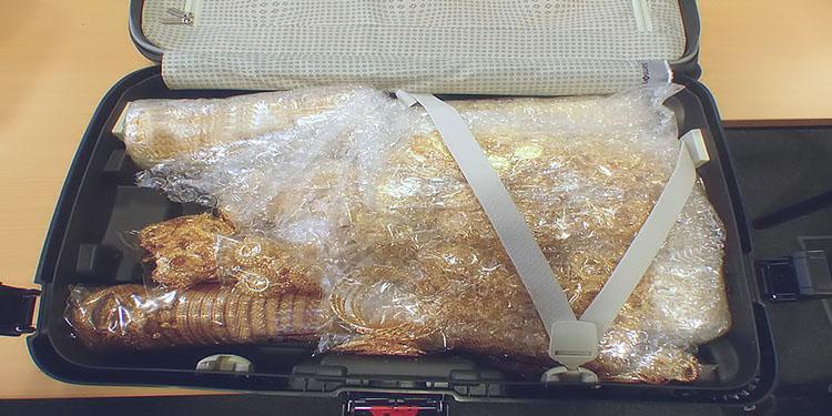 Bir bavul dolusu altın yakalandı