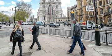 İngiltere'de Kovid-19 vakaları artıyor