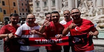 Türk taraftarlar Milli Takıma destek için Roma'da