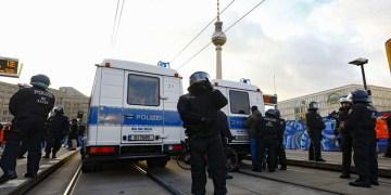 Almanya'da bıçaklı saldırı: 3 ölü, 6 yaralı
