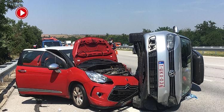 Gurbetçilerin bulunduğu 2 otomobil çarpıştı: 1 yaralı (VİDEO)