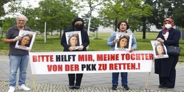 Almanya'da kızı PKK tarafından kaçırılan anne yeniden Başbakanlık önündeki eylemine başladı