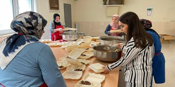 Almanya'da, DİTİB gönüllülerinden selzedelere sıcak yemek