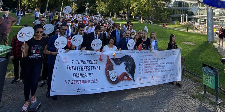 """Frankfurt'ta """"Göçün 60'ıncı Yılı Korteji"""" düzenlendi"""