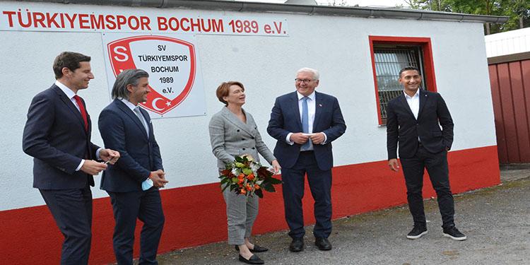 Almanya Cumhurbaşkanı Steinmeier, Türkiyemspor kulübünü ziyaret etti