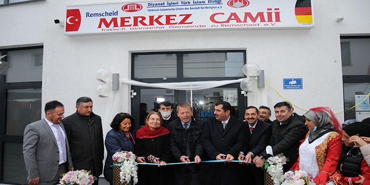 Remscheid DİTİB Merkez Camii ibadete açıldı