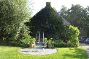 A partir du 1er novembre, une jolie chambre se libère dans l'éco-lieu partagé d'Hurtebize, dans la belle campagne rebecquoise.