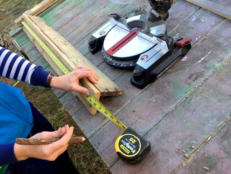 measuring pallet wood