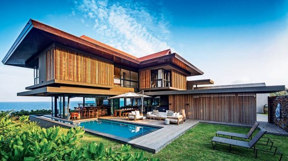 The use of natural materials ensures that the structure is at one with the indigenous seaside flora.
